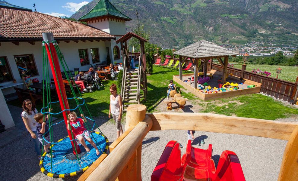 family-restaurant-waldschenke-naturns-kidsclub-spielplatz-02