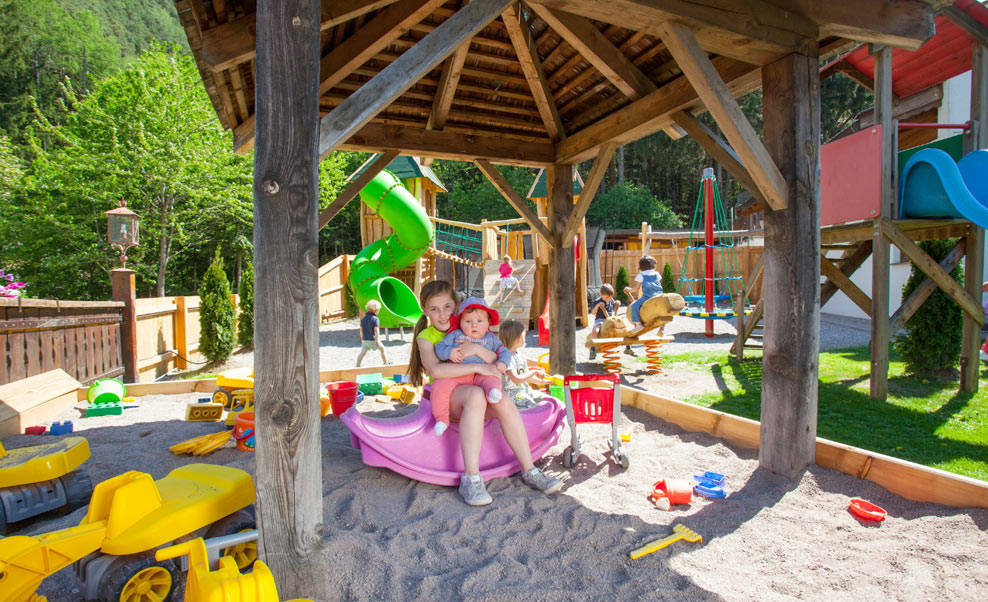 family-restaurant-waldschenke-naturns-kidsclub-spielplatz-04