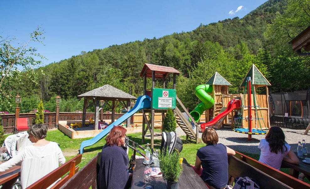 family-restaurant-waldschenke-naturns-kidsclub-spielplatz-08
